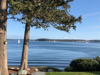 Photo 1: 8585 Lochside Dr in : NS Bazan Bay House for sale (North Saanich)  : MLS®# 860616