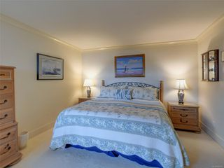 Photo 9: 8585 Lochside Dr in : NS Bazan Bay House for sale (North Saanich)  : MLS®# 860616