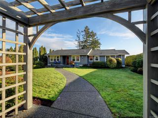 Photo 29: 8585 Lochside Dr in : NS Bazan Bay House for sale (North Saanich)  : MLS®# 860616
