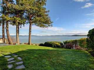 Photo 30: 8585 Lochside Dr in : NS Bazan Bay House for sale (North Saanich)  : MLS®# 860616