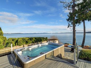 Photo 33: 8585 Lochside Dr in : NS Bazan Bay House for sale (North Saanich)  : MLS®# 860616