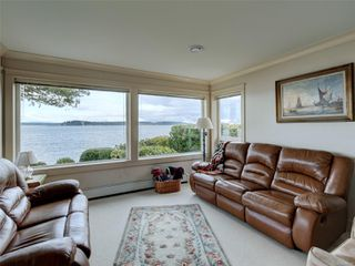 Photo 16: 8585 Lochside Dr in : NS Bazan Bay House for sale (North Saanich)  : MLS®# 860616