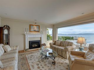 Photo 3: 8585 Lochside Dr in : NS Bazan Bay House for sale (North Saanich)  : MLS®# 860616