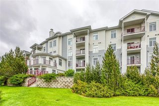 Main Photo: 105 8 Country Village Bay NE in Calgary: Country Hills Village Apartment for sale : MLS®# A1062313