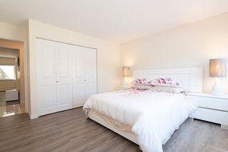"""Photo 12: 867 WESTVIEW Crescent in North Vancouver: Upper Lonsdale Condo for sale in """"CYPRESS GARDENS"""" : MLS®# R2395425"""