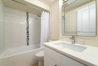 """Photo 5: 867 WESTVIEW Crescent in North Vancouver: Upper Lonsdale Condo for sale in """"CYPRESS GARDENS"""" : MLS®# R2395425"""