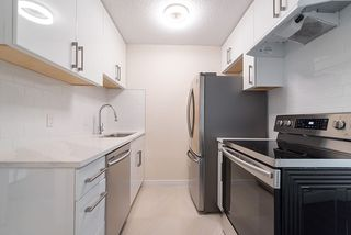 """Photo 4: 867 WESTVIEW Crescent in North Vancouver: Upper Lonsdale Condo for sale in """"CYPRESS GARDENS"""" : MLS®# R2395425"""
