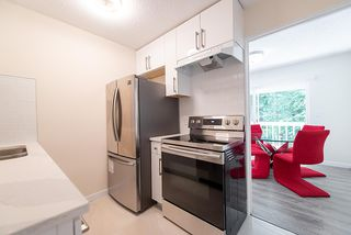 """Photo 3: 867 WESTVIEW Crescent in North Vancouver: Upper Lonsdale Condo for sale in """"CYPRESS GARDENS"""" : MLS®# R2395425"""