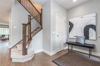 Photo 3: 2337 7 Avenue NW in Calgary: West Hillhurst Semi Detached for sale : MLS®# C4303358
