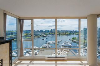"Main Photo: 1903 1067 MARINASIDE Crescent in Vancouver: Yaletown Condo for sale in ""Quaywest"" (Vancouver West)  : MLS®# R2454231"