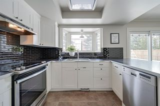 Photo 2: 2715 117 Street in Edmonton: Zone 16 House for sale : MLS®# E4203567