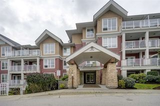 "Photo 18: 511 6440 194 Street in Surrey: Clayton Condo for sale in ""WATERSTONE"" (Cloverdale)  : MLS®# R2404000"