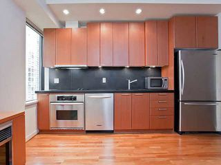 """Photo 3: 710 1333 W GEORGIA Street in Vancouver: Coal Harbour Condo for sale in """"THE QUBE"""" (Vancouver West)  : MLS®# R2420548"""