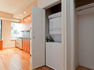 """Photo 4: 710 1333 W GEORGIA Street in Vancouver: Coal Harbour Condo for sale in """"THE QUBE"""" (Vancouver West)  : MLS®# R2420548"""