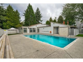 Photo 16: 6112 E GREENSIDE DRIVE in Surrey: Cloverdale BC Townhouse for sale (Cloverdale)  : MLS®# R2403144