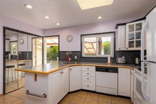 Photo 6: 1665 Sheridan Ave in : SE Mt Tolmie House for sale (Saanich East)  : MLS®# 854775