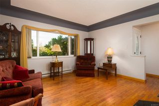 Photo 2: 1665 Sheridan Ave in : SE Mt Tolmie House for sale (Saanich East)  : MLS®# 854775