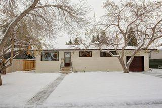 Main Photo: 63 Gainsborough Drive SW in Calgary: Glamorgan Detached for sale : MLS®# A1044438