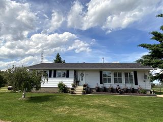 Photo 1: 5210 54 Avenue: Andrew House for sale : MLS®# E4203528