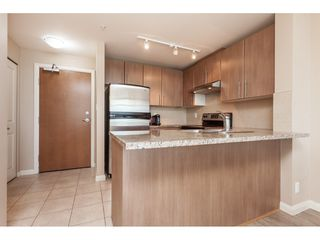 "Photo 11: 3209 898 CARNARVON Street in New Westminster: Downtown NW Condo for sale in ""Plaza 88 Azure 1"" : MLS®# R2481548"