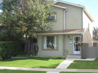 Photo 1: 18331 76 Avenue in Edmonton: Zone 20 House for sale : MLS®# E4171272