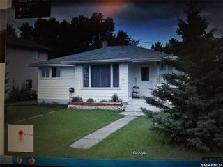 Photo 1: 96 Fraser Avenue in Oxbow: Residential for sale : MLS®# SK803395