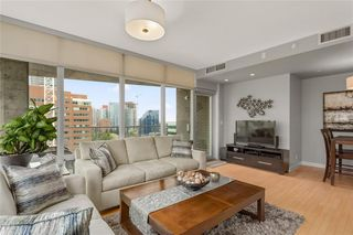Photo 3: 1104 530 12 Avenue SW in Calgary: Beltline Apartment for sale : MLS®# C4300455