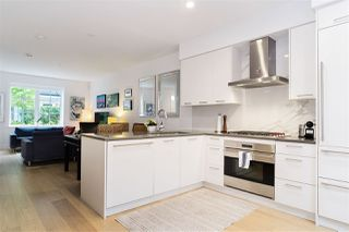 """Photo 3: 21 1133 RIDGEWOOD Drive in North Vancouver: Edgemont Townhouse for sale in """"Edgemont Walk"""" : MLS®# R2485146"""