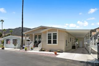 Photo 2: NORTH ESCONDIDO Manufactured Home for sale : 3 bedrooms : 8975 Lawrence Welk Dr #74 in Escondido
