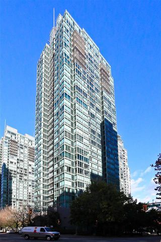 """Photo 11: 1901 1200 W GEORGIA Street in Vancouver: West End VW Condo for sale in """"RESIDENCES ON GEORGIA"""" (Vancouver West)  : MLS®# R2516779"""