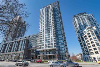 """Photo 4: 2701 5515 BOUNDARY Road in Vancouver: Collingwood VE Condo for sale in """"WALL CENTRE CENTRAL PARK NORTH"""" (Vancouver East)  : MLS®# R2388589"""
