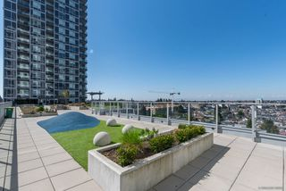 """Photo 12: 2701 5515 BOUNDARY Road in Vancouver: Collingwood VE Condo for sale in """"WALL CENTRE CENTRAL PARK NORTH"""" (Vancouver East)  : MLS®# R2388589"""