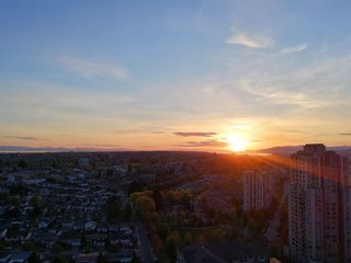 """Photo 2: 2701 5515 BOUNDARY Road in Vancouver: Collingwood VE Condo for sale in """"WALL CENTRE CENTRAL PARK NORTH"""" (Vancouver East)  : MLS®# R2388589"""