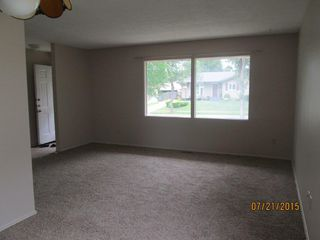 Photo 5: 23 Longview Crescent in St. Albert: House for rent