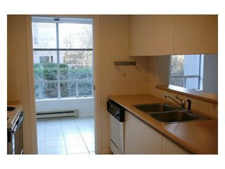 Photo 3: 204 2638 ASH STREET in Vancouver: Fairview VW Condo for sale (Vancouver West)  : MLS®# R2369825