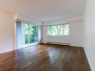 "Photo 4: 208 357 E 2ND Street in North Vancouver: Lower Lonsdale Condo for sale in ""Hendricks"" : MLS®# R2470726"