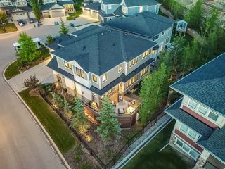 Photo 3: 22 CRESTRIDGE Mews SW in Calgary: Crestmont Detached for sale : MLS®# A1037467