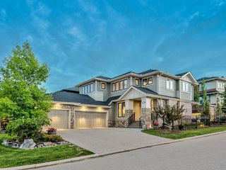 Main Photo: 22 CRESTRIDGE Mews SW in Calgary: Crestmont Detached for sale : MLS®# A1037467