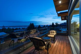 Photo 2: 1745 QUEENS Avenue in West Vancouver: Queens House for sale : MLS®# R2404608