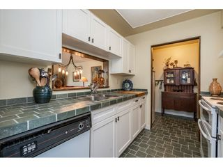 "Photo 3: 219 15991 THRIFT Avenue: White Rock Condo for sale in ""ARCADIAN"" (South Surrey White Rock)  : MLS®# R2456477"