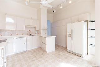 Photo 15: 113 10 Paul Kane Pl in Victoria: VW Songhees Condo for sale (Victoria West)  : MLS®# 836674