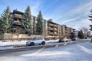 Photo 2: 111 3730 50 Street NW in Calgary: Varsity Apartment for sale : MLS®# A1052222