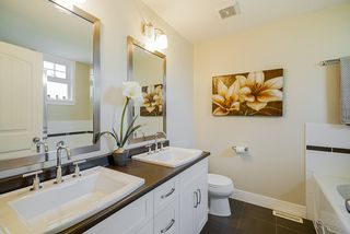 """Photo 12: 16 15454 32 Avenue in Surrey: Grandview Surrey Townhouse for sale in """"Nuvo"""" (South Surrey White Rock)  : MLS®# R2407588"""