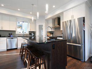 Photo 3: 948 Aral Rd in Esquimalt: Es Kinsmen Park House for sale : MLS®# 838946