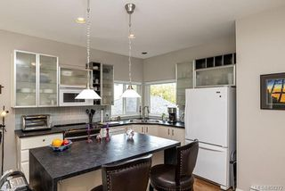 Photo 3: 12 4291 Quadra St in : SE Broadmead Row/Townhouse for sale (Saanich East)  : MLS®# 858272