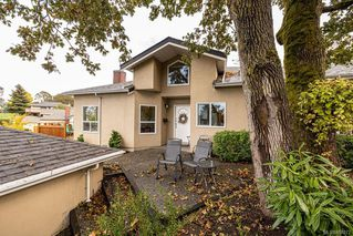 Photo 1: 12 4291 Quadra St in : SE Broadmead Row/Townhouse for sale (Saanich East)  : MLS®# 858272