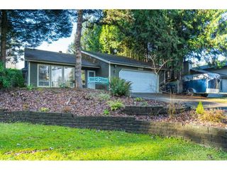 """Photo 3: 15929 102A Avenue in Surrey: Guildford House for sale in """"Somerset"""" (North Surrey)  : MLS®# R2522062"""