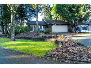 """Photo 2: 15929 102A Avenue in Surrey: Guildford House for sale in """"Somerset"""" (North Surrey)  : MLS®# R2522062"""