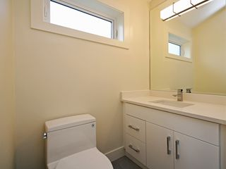 Photo 19: 1760 E 14TH AVENUE in Vancouver: Grandview Woodland House 1/2 Duplex for sale (Vancouver East)  : MLS®# R2403683