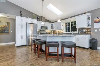 Photo 3: 3589 Sun Vista in VICTORIA: La Walfred House for sale (Langford)  : MLS®# 833435